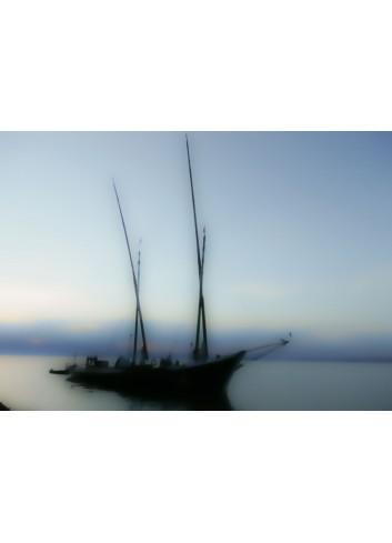 Une île voilier dans la brume photo de Anne Eliayan & Christian Pic