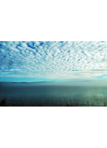 Une île dans la brume le lac photo de Anne Eliayan & Christian Pic